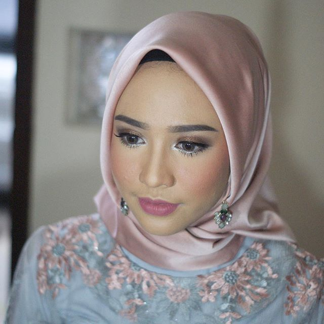 Hijab Engagement / Muslim Brides / Engagement Makeup by neosevituri on Instagram ☁ @terosha ☁