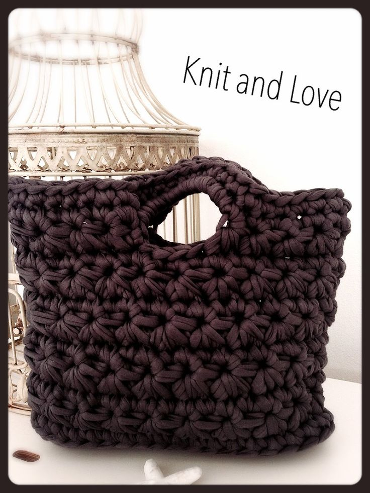 CROCHET PURSE - YouTube. ~ PASO A PASO CESTA TRAPILLO PUNTO FLOR. ***I know it says Knit and Love, but this is definitely CROCHET!!!***