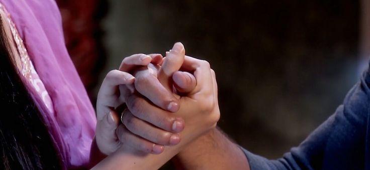Khushi & Arnav IPKKND holding hands