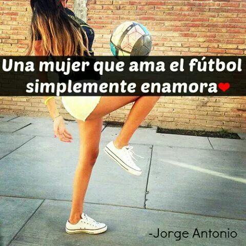 Una Mujer Que Ama El Fútbol Simplemente Enamora