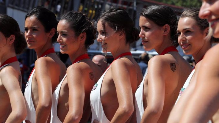 Grid Girls warten beim Formel-1-Rennen in Monaco auf ihren Einsatz