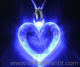 This Heart Necklace is a bit out of the ordinary, powered by a blue LED light, it offers it a unique glow making the wearer stand out. So what if it's not a diamond ring? By using a small AG10 battery this small piece of jewelry becomes more flashy and more visible than any diamond necklace. The perfect thing for any party, bar, night-place or birthday parties.