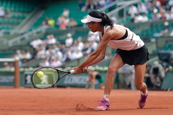 Taiwan's Su-Wei Hsieh returns the ball to Britain's Johanna Konta during their tennis match at the Roland Garros 2017 French Open on May 30, 2017 in Paris.  / AFP PHOTO / Thomas SAMSON