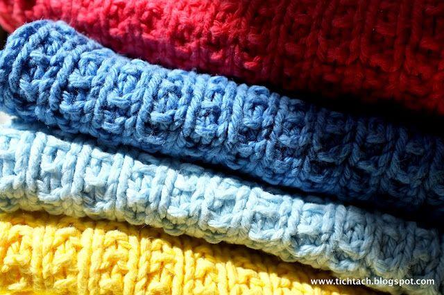Opskrift på strikkede karklude i bomuldsgarn:     57 masker på pind 3.   Pind 1: Alle masker strikkes ret.   Pind 2: skifte...