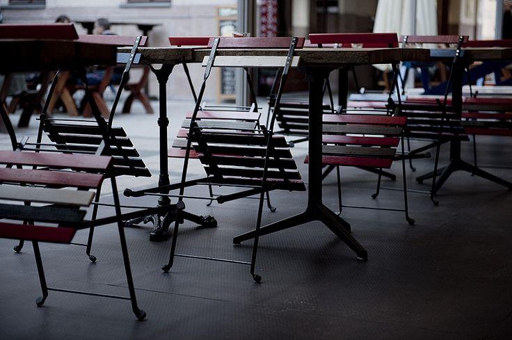 Spíler http://spilerbp.hu/index_hu_sh.php | Terasz #budapest #design #bar #spíler #restaurantdesign #IndoorFurniture #RestaurantFurniture #bistro #pub