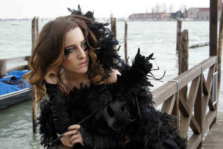 Guardare oltre - Immagine & Foto di CLAUDIO SANTAGUIDA di Carnevale di Venezia - Fotografia (33351808) | fotocommunity