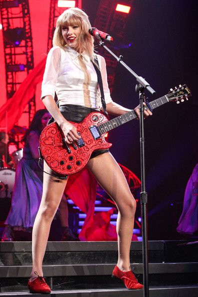 Taylor Swift Photos Photos - Taylor Swift performs on the third of a four-night run of sold-out show, as part of her 'RED World Tour' at the Staples Center in Los Angeles. - Taylor Swift Performs in LA