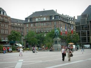 Strasbourg - Place Kléber avec statue, arbres et édifices