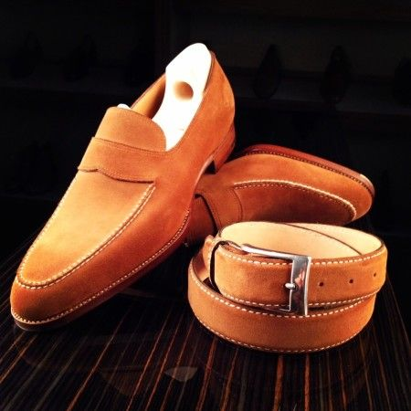 Mod. 111, Classic last in polo suede with belt