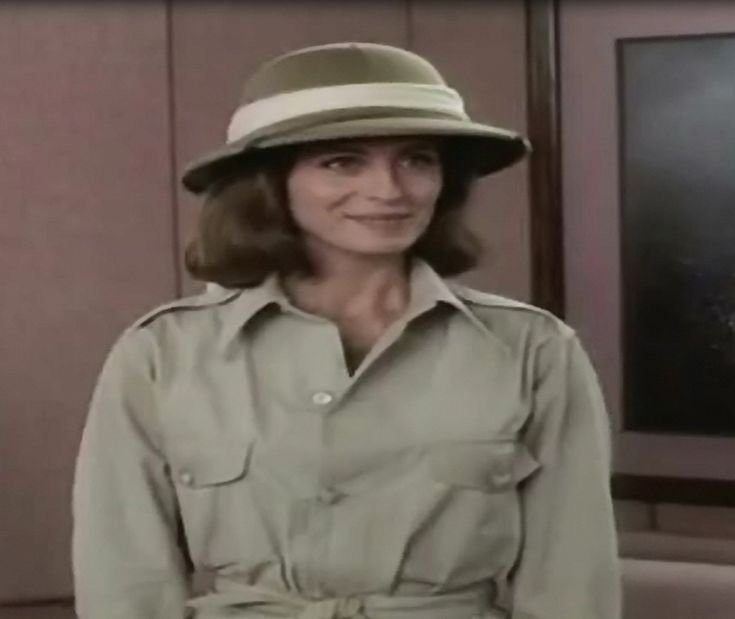 Jennifer Hetrick as Vash in ST TNG Qpid 11