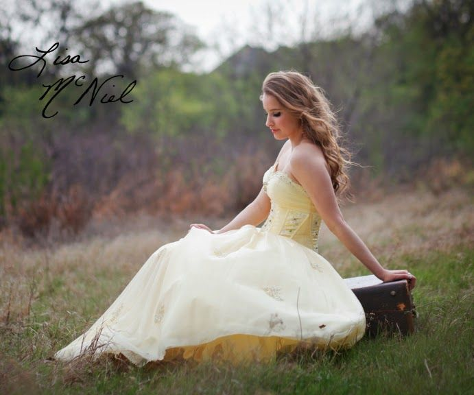 senior picture ideas for girls, Texas, field, prom dress, country, urban, yellow, Dallas photographer