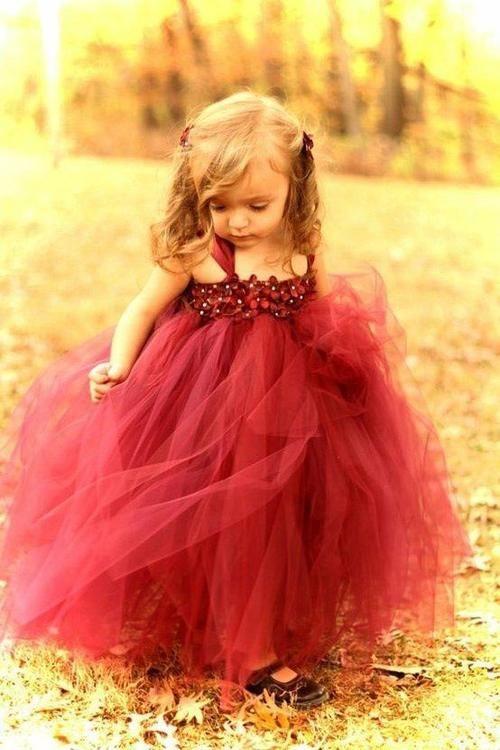 Such a cute dress for a flower girl in a fall wedding. Source: we heart it #flowergirl #fallwedding