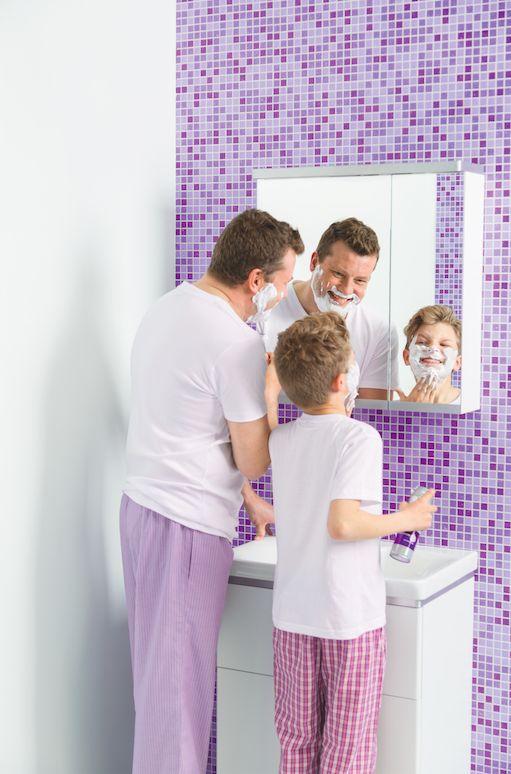 IDO Glow -peilikaappien innovatiivinen design tekee niistä arjessa kätevät. Kaapinoven avaussauma ei ole keskellä, joten voit käyttää peiliä paremmin ja otat tavaratkin kaapista helpommin.