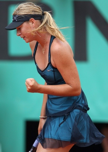 Filmy, flowing, negligee like dress worn by Maria Sharapova during Roland Garros 2007.