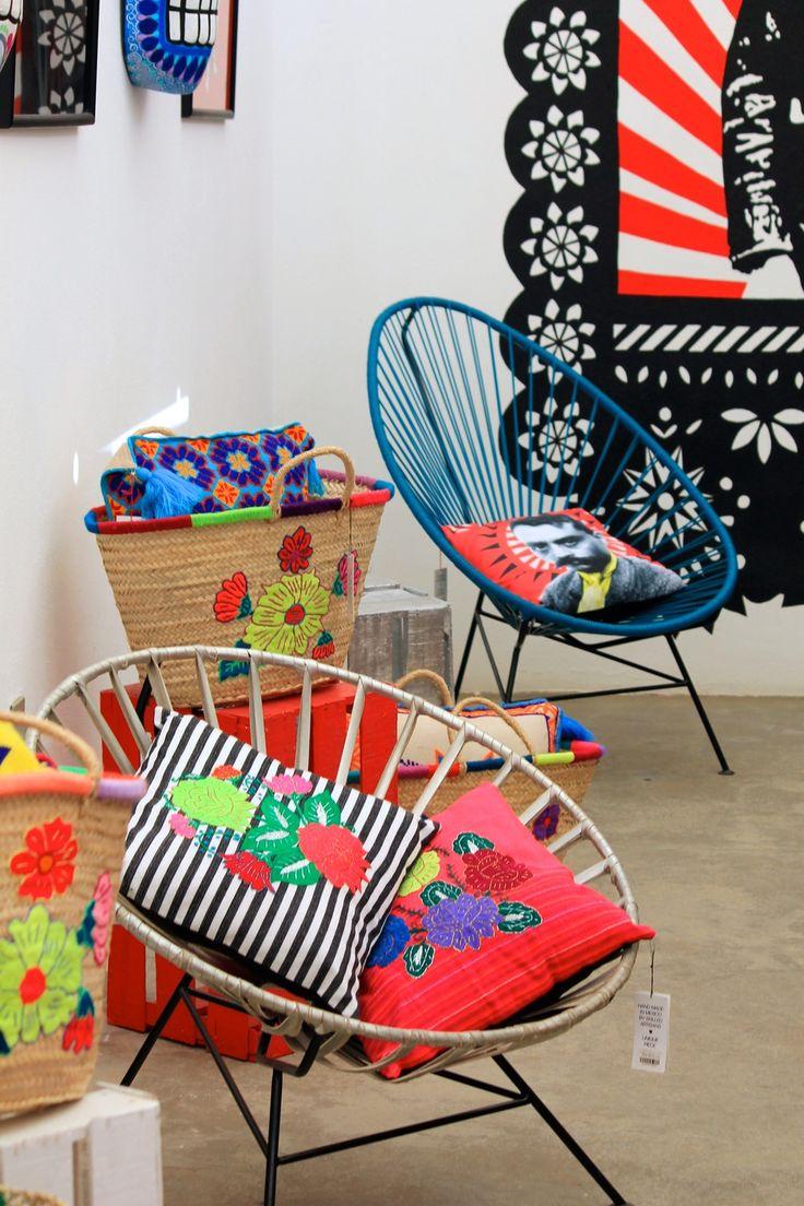Estas sillas son típicas en Mexico sobre todo en zonas costeras pero han ido haciéndose contemporáneas debido a la gama de colores, formas e implementos.