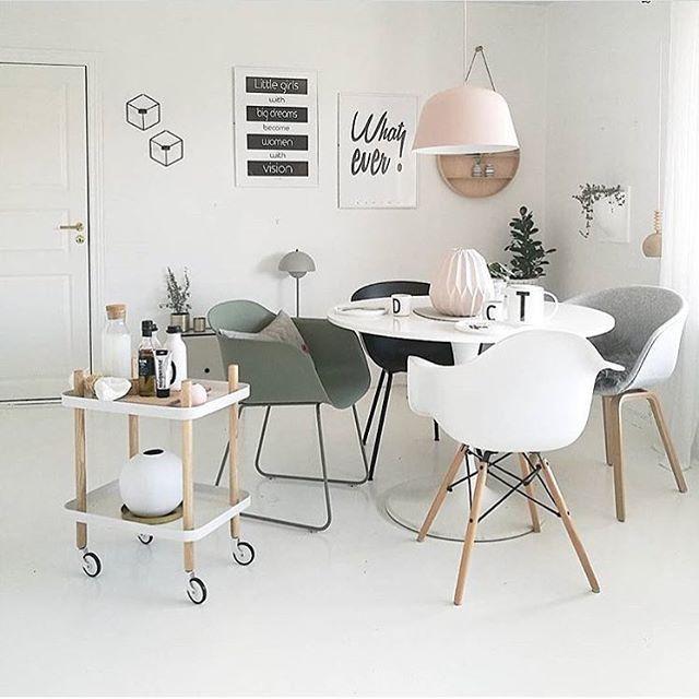 Hjemmet til @camillaathena er så fint!! ✨✨ Tipper dere er enige! Vi har Ambit taklampen i alle farger Hos oss får dere også Block table og Fiber Chairs ✨ Eller hva med noen POV lysestaker til veggen? ✨ Dette hjemmet er hvertfall en fantastisk inspirasjon! #mittnordiskehjem #muuto #normanncopenhagen #diningroom #interior #beautiful #nettbutikk