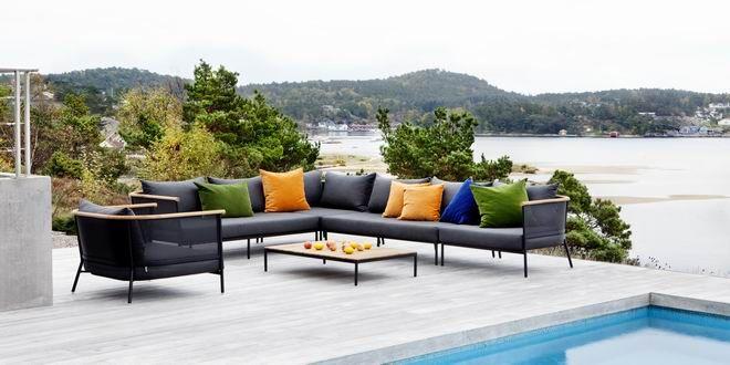 Yaz aylarına adım adım yaklaştığımız şu günlerde seçeceğimiz bahçe mobilyaları için trendleri araştırma zamanı geldi. Tıpkı giyim kuşam modası gibi dekorasyonun da modası zaman içerisinde değişim gösteriyor ve çeşitleniyor. Bahçeler, balkonlar, teraslar gibi açık hava mekanları yaz aylarında en çok zaman geçirilen en keyifli alanları oluşturuyor. Bu alanlar için seçimlerimizi yaparken trendler ışında karar vermek ...