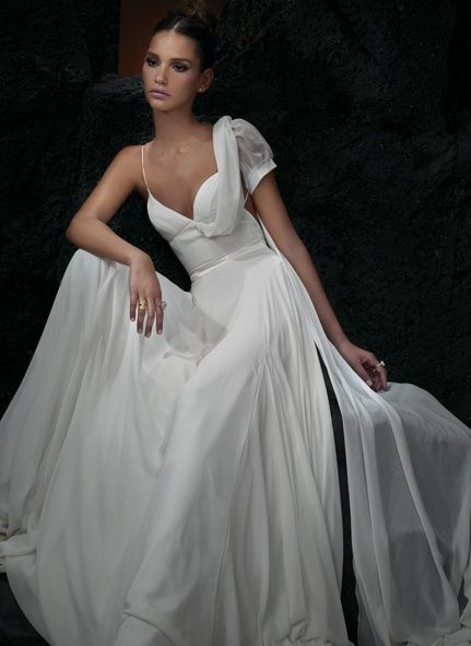 I love this gown! :) Very elegant
