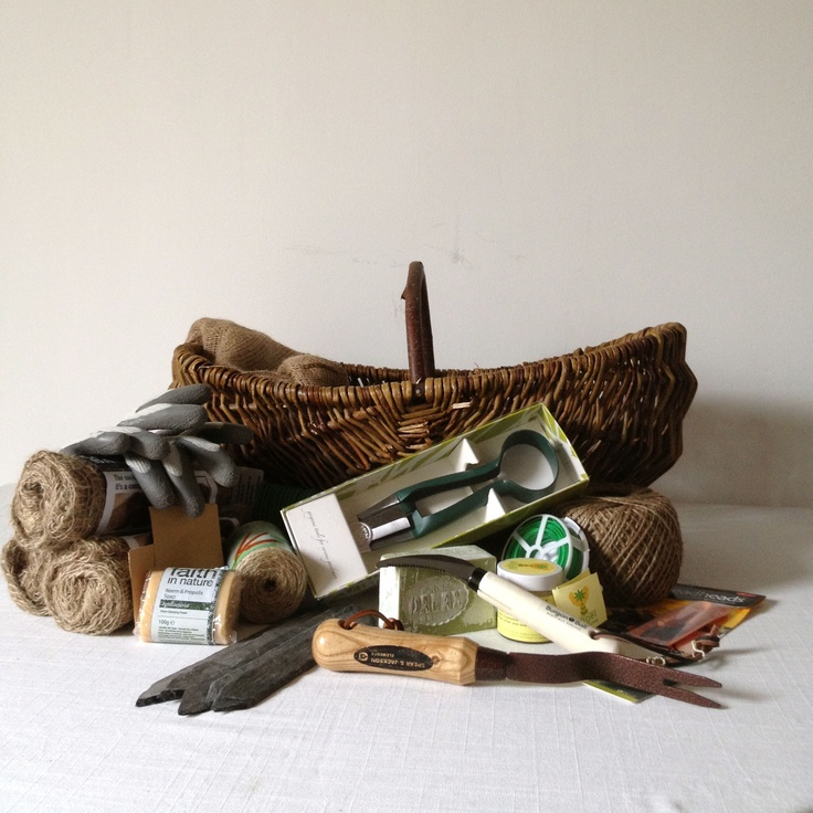 Wicker trug, part of the Lady Gardener Hamper from The Clever Hamper Company. www.thecleverhampercompany.co.uk