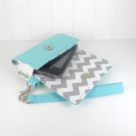 The Errand Runner - Cell Phone Wallet - Wristlet - for iPhone/Android - Aqua/Che