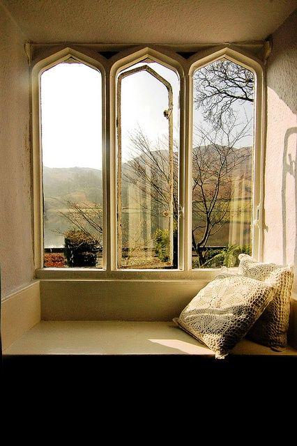 Window seating Gothic windows