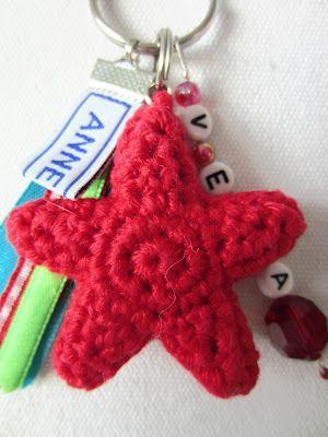 Ster sleutelhanger patroon. Free Star pattern in Dutch by Annekids