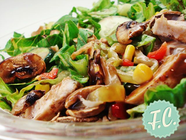 Σαλάτα με Ψητό Κοτόπουλο και Μανιτάρια By Ευα Μονοχαρη Published: Οκτωβρίου 25, 2013Απόδοση: 1 (4-6 Μερίδες)Προετοιμασία: 10 λεπτάΜαγείρεμα: 30 λεπτάΈτοιμο σε: 40