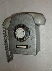 altes Telefon (Ubahnverleih) Tags: old phone alt telephone grau kreuz telefon feuerwehr 115 rotes telefonieren rft nummer whlscheibe hrer anrufen telefonnummer volkspolizei telefonrer
