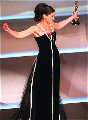 Julia Roberts Oscar Gown...possibly the BEST Oscar gown ever!! (Plus I LOVED her hair)