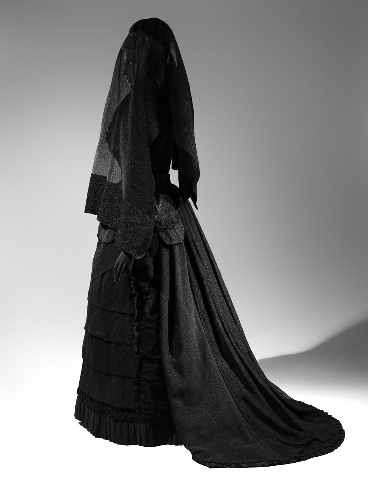 Mourning Ensemble, 1870-1872. The Metropolitan Museum of Art. Really, all I see here is Miss Evangelista from Forest of the Dead.