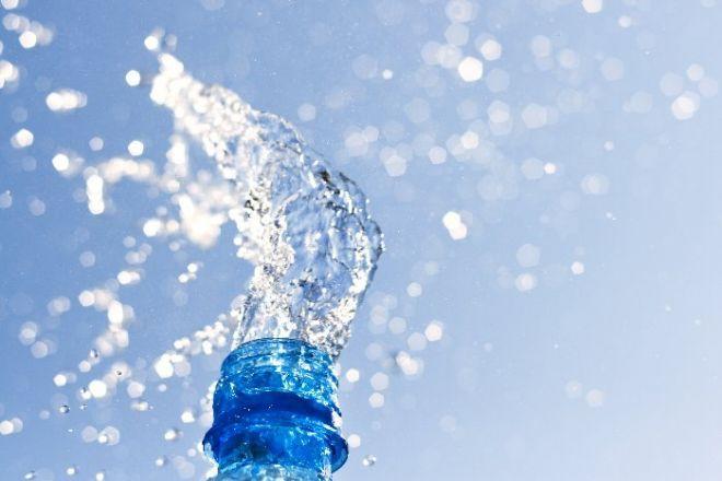 Acqua e Sodio: l'inganno delle acque iposodiche Acqua e Sodio: ovvero come la pubblicità possa confondere le idee e svuotarci le tasche. Il sodio nell'acqua. Decisamente un'ossessione inutile. Pen...  http://www.ilvostrobenessere.it/acqua-e-sodio   #acqua #iposodica