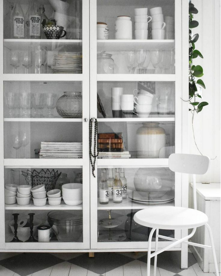 my scandinavian home: glass cabinet in the beautiful country home of Therese Johansen.