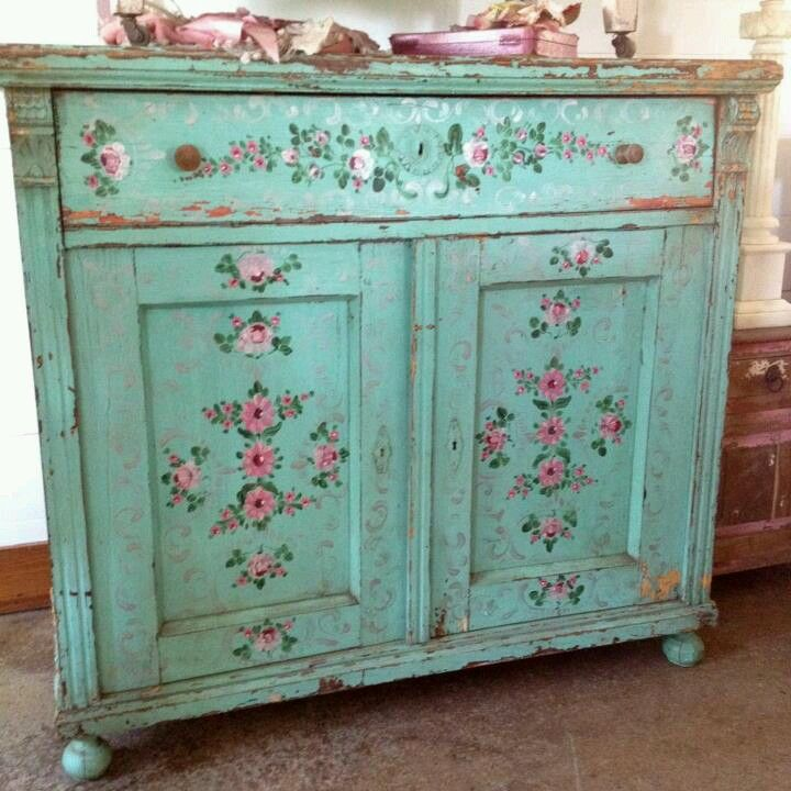 Via rachel ashwell no stress distress while painting - Muebles shabby chic ...