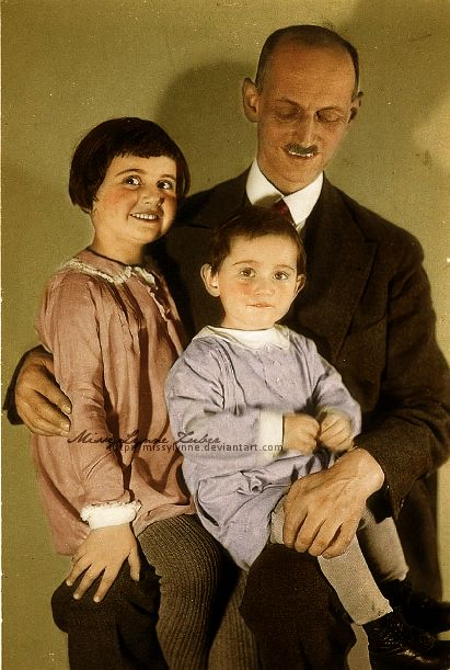 Otto Frank En Zijn Dochters Margot Amp Anne Anne Frank