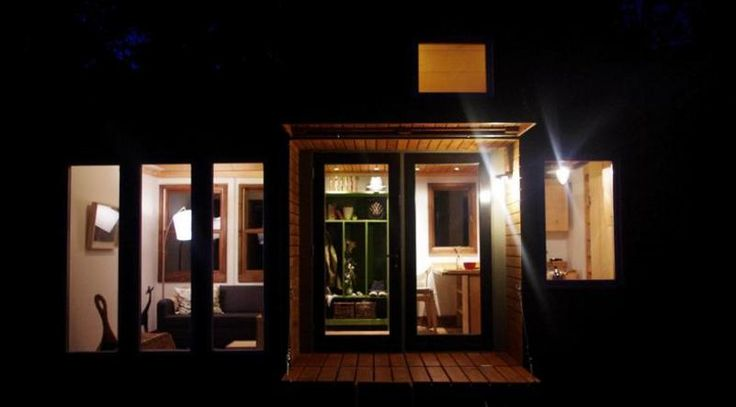 TALL MAN'S TINY HOUSE: Dreams Home, Artificial Lights, Small Housesgen, Cabinsguesttini Houses, Tiny Houses, Lights Design, Man Tiny, Tiny Spaces, Small Spacesplac