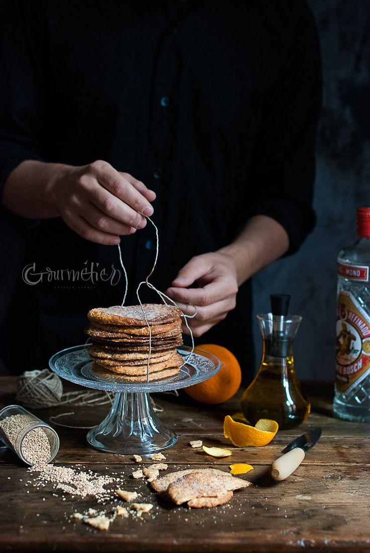 Receta paso a paso de las tortas de aceite con sésamo y anís verde, con todos los consejos y trucos para hacerlas más saludables y que queden muy crujientes