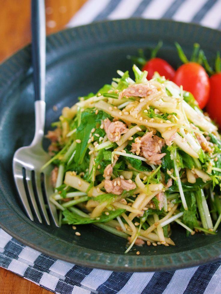 やみつき!居酒屋風♪『大根と水菜のシャキシャキサラダ』 by Yuu / 大根と水菜を使った居酒屋風のサラダ。ドレッシングはべんりで酢・しょうゆ・ごま油を使ったオール1の黄金比率。これにツナの旨味を加えれば生野菜が無限に食べれること間違いなしです♪ / Nadia