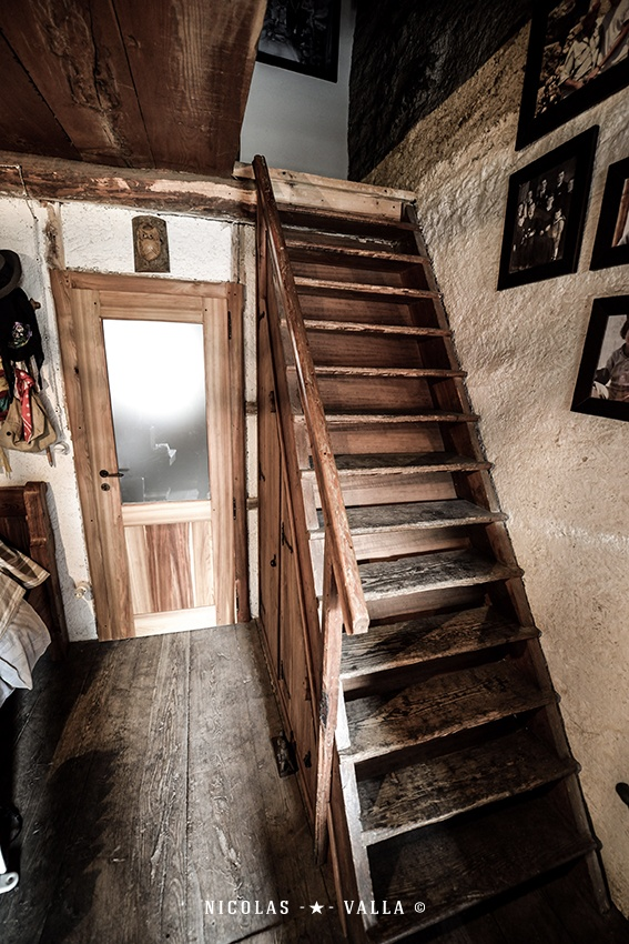 Best Stairs ★ Wood Interior Design Photography By Nicolas 400 x 300