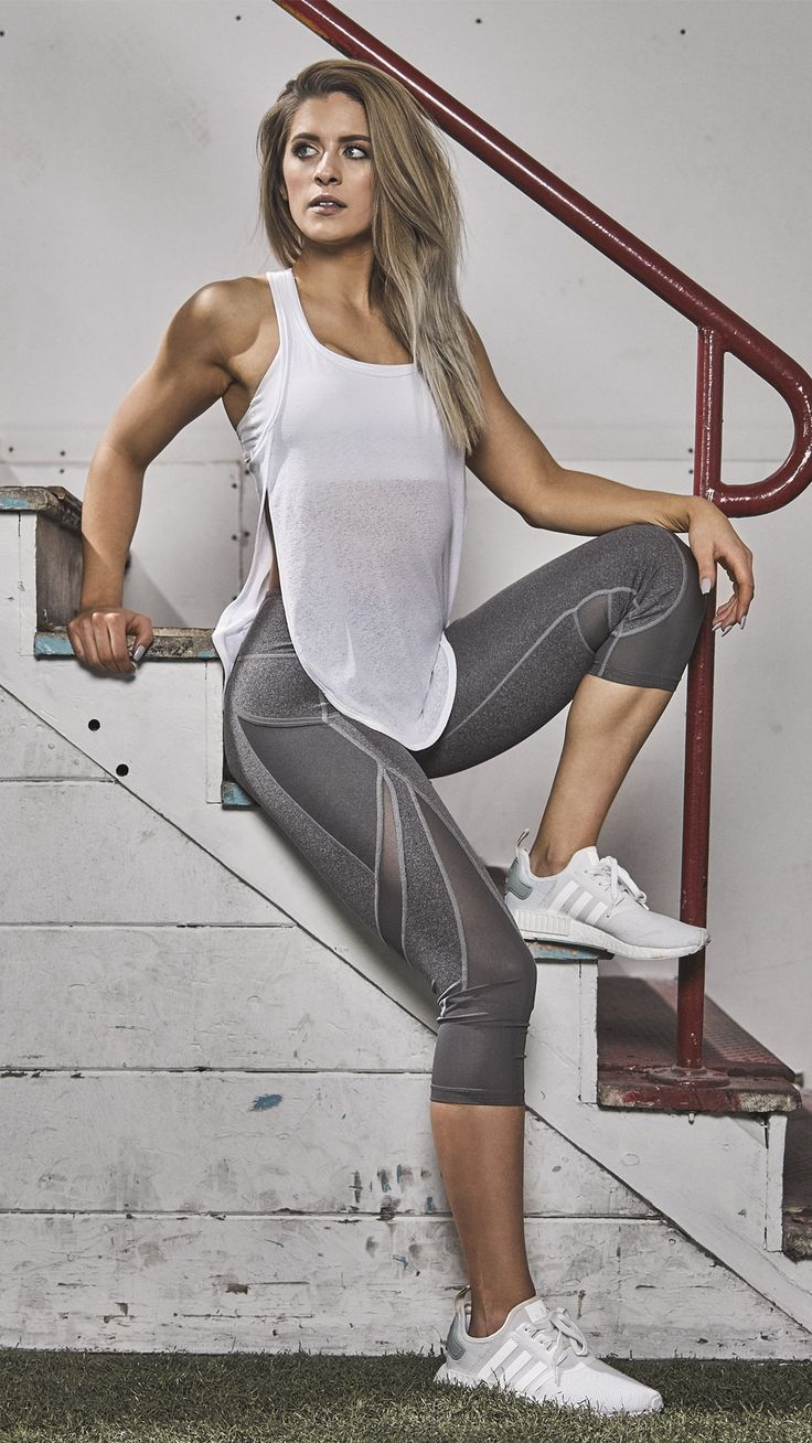 Nobody does it better than Whitney Simmons. Styling the Sleek Sculpture leggings in Charcoal Marl.