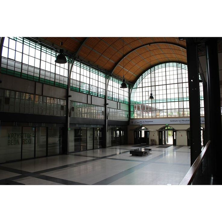 short moment when no one was there to take a picture #wroclaw #mainstation #pkp #nopeople #calm #architecture #art #glass #wood #steel #hauptbahnhof #railwaystation #gothicrevival #hall #trip #bytrain #poland #modern #city