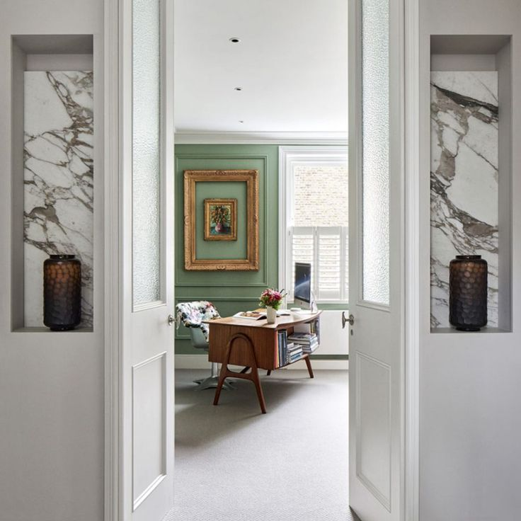 I had to share this Victorian townhouse I spotted from the March issue of Homes & Gardens m...