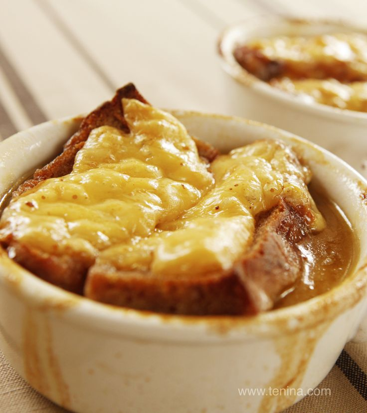If you like French Onion Soup, then look no further.  This will be the tastiest and easiest, homemade french onion soup you have ever made or enjoyed!