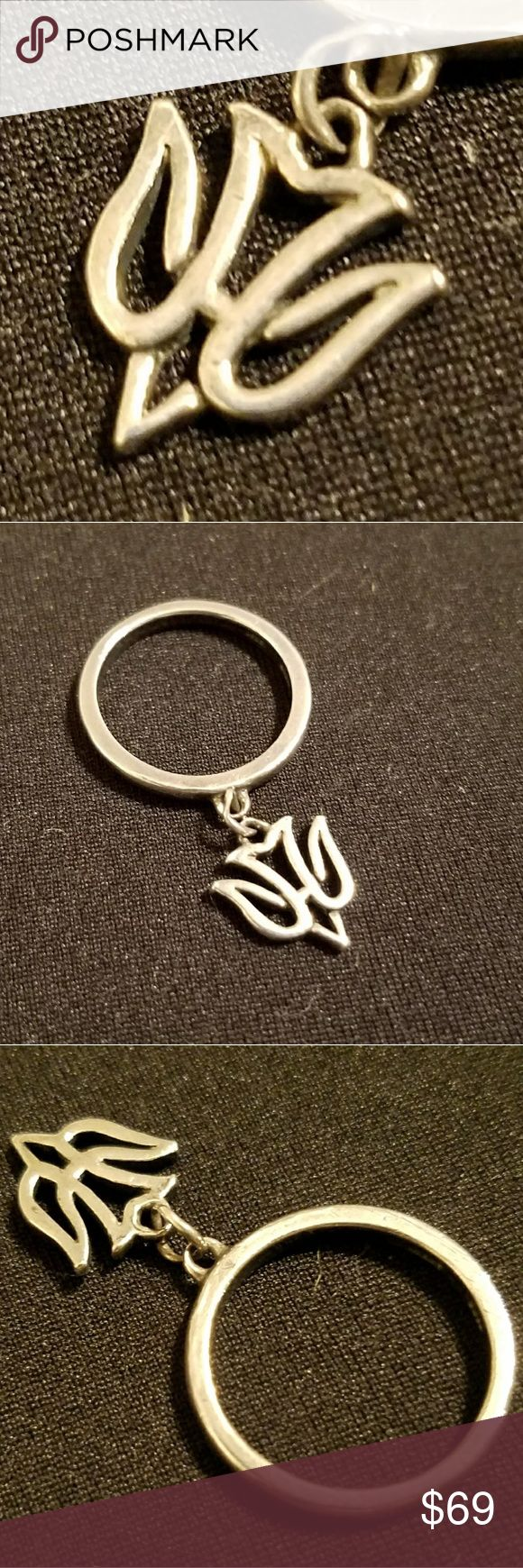 🛍 James Avery ring Retired in EUC Desending dove dangle charm ring. Charm has little to no wear. Great addition for any collector of James Avery. SIZE 5. James Avery Jewelry Rings
