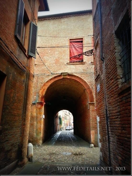 Volto Maroncelli, in via Ghisilieri all'incrocio con via Coperta , di origine antichissima ( attorno al XI secolo )  è quello che rimane di antichi edifici appartenenti a ricche e nobili famiglie