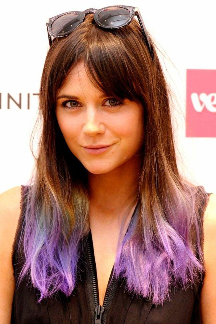tendance dip dye des cheveux chtains longs et une coloration tie and dye couleur pastel - Coloration Tie And Dye