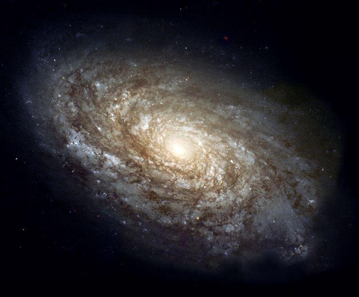 NGC_4414_(NASA-med).jpg (1730×1428)  NGC 4414, спиральная галактика из созвездия Волосы Вероники, диаметром около 17 килопарсек, расположенная на расстоянии около 20 мегапарсек от Земли.