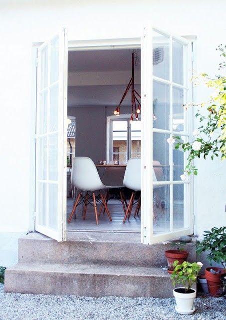 Openslaande deuren, geweldige stoeltjes...