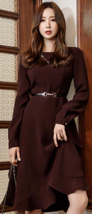 Romantic ruffle issued dress