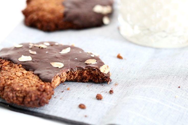 Gesponsord - Toen ik deze koeken had gebakken en een hap nam, móést ik wel het woordje 'krokant' toevoegen aan de titel. Want worden baksels met verantwoorde