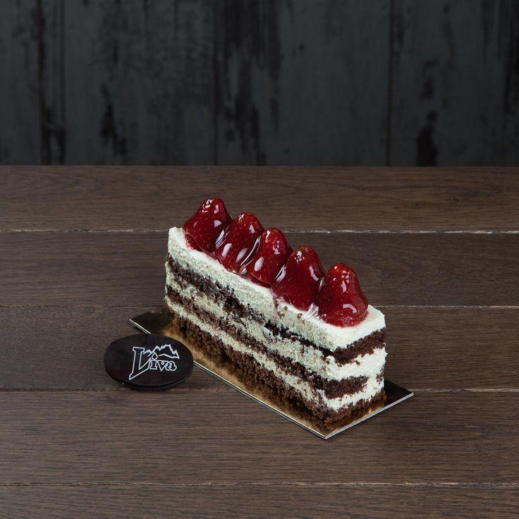 Çilek Rüyası. Özenle hazırlanmış kakaolu kek ve enfes İtalyan kreması ile hazırlanan, taptaze çileklerle süslenen Çilek Rüyası, keyifli zamanlarınızı bir adım öteye taşıyacak bir tatlı